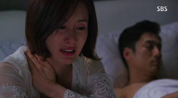 """Ly hôn 5 năm nhưng đêm nào tôi cũng phải nằm im cho chồng cũ """"thỏa mãn"""", """"sung sướng"""" bởi vì..."""