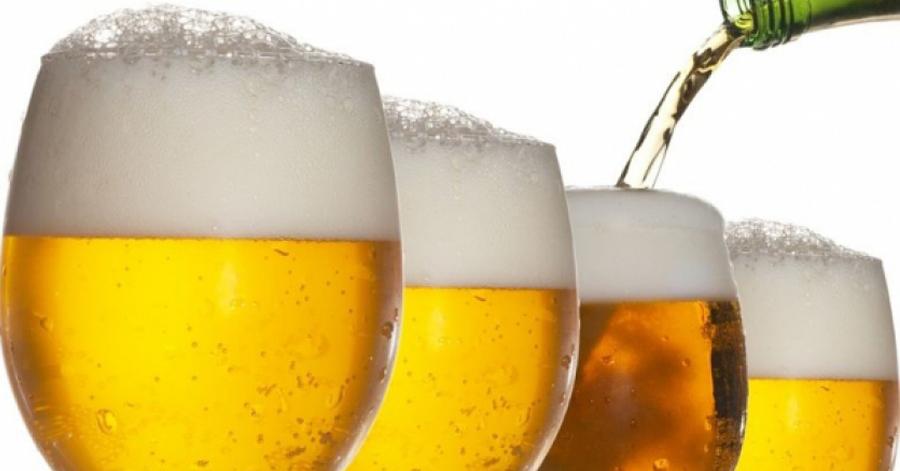 Lấy mặt nạ giấy nhúng vào bia lạnh rồi đắp lên da mặt, da dẻ trở nên mịn màng tràn đầy sức sống