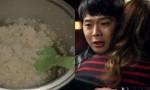 """Con dâu lẻn ăn cơm nguội thì mẹ chồng chửi: """"Cô định ăn hết cả cơm chó à?"""" nhưng đứng hình khi con trai đáp câu này"""