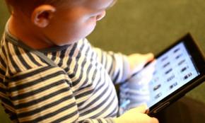 6 tác hại cực nguy hiểm khi cho trẻ dùng SMARTPHONE cha mẹ ít ngờ tới