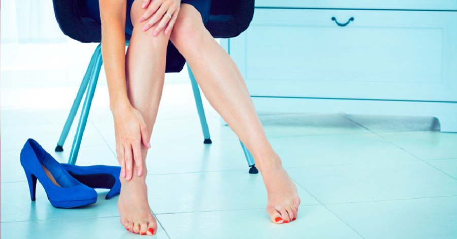 Biết 3 mẹo này, khỏi lo đau chân khi mang giày cao gót, thoải mái điệu đà khắp nơi