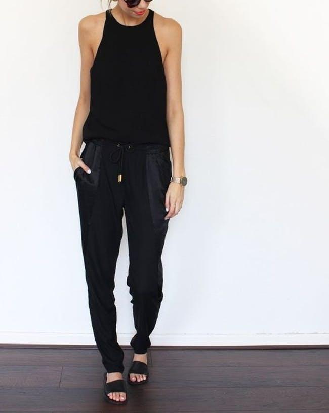 Mặc màu đen thế nào cho 'sành và chất' mùa hè?