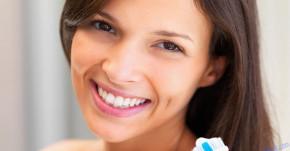 Tại sao cũng đánh răng 2 lần mỗi ngày nhưng người khác thì răng trắng còn mình cứ ố vàng, đầy mảng bám