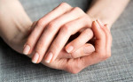 Móng tay khô, dễ gãy cũng sáng bóng, khỏe mạnh nhờ liệu pháp thiên nhiên siêu đơn giản