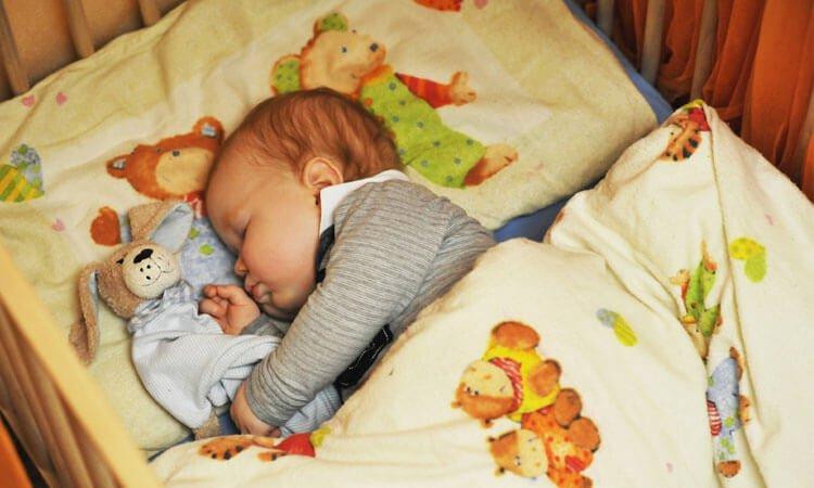 """THẦN CHÚ để con ngủ ngon """"thin thít"""" suốt đêm, đang khóc ngằn ngặt cũng nín tắp"""