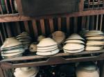 Tại sao trong phong thủy nói đừng tùy tiện vứt bát ăn cơm đi dù sứt, dùng đúng cách sẽ tài lộc dồi dào?