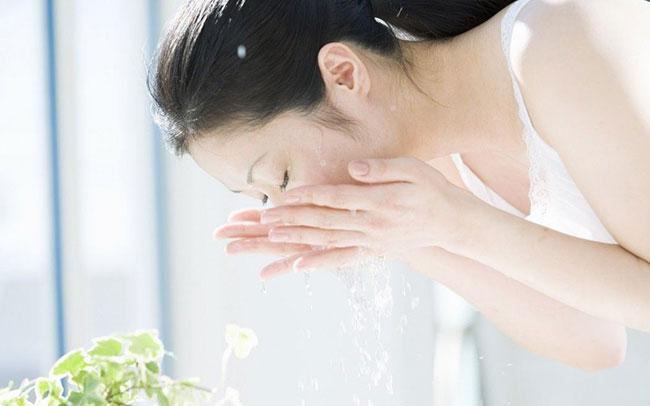 Loại nước rửa mặt giúp da trắng mịn hơn cả mỹ phẩm