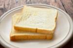Chỉ với 1 mẩu bánh mì trong 3 phút, vàng răng và hôi miệng sẽ biến mất