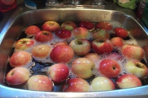 Không phải nước muối, đây mới chính là cách LÀM SẠCH TUYỆT ĐỐI những loại trái ngậm nhiều hóa chất nhất hiện nay