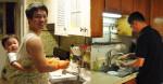 Đàn ông RỬA BÁT cho vợ vừa tốt ĐƯỜNG TÌNH, vừa lợi ĐƯỜNG TIỀN, vì vậy từ nay các chồng hãy chăm rửa bát hơn cho vợ nhé!