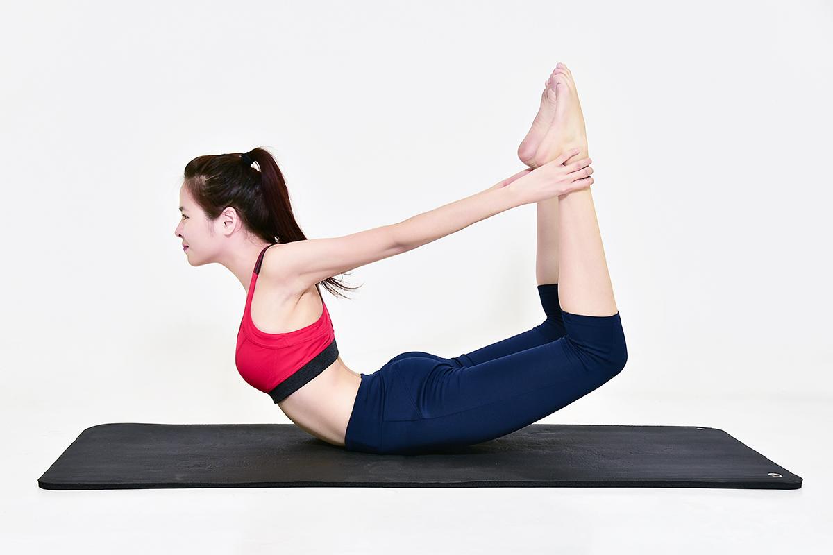 Đừng tự ti vì vòng 1 'phẳng lì', tập ngay động tác yoga giúp ngực săn chắc, tăng size nhanh chóng này