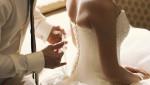 Đêm tân hôn nhớ đời vì… mời nhầm bố chồng vào phòng tắm chung