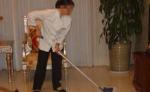 Bà giúp việc cho gia đình đã 25 năm, đột nhiên trúng gió liệt nửa người, chủ nhà hành xử khiến mọi người đều cảm phục