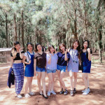 Học theo Hot Girl Hàn chụp hình nhóm bạn thân này