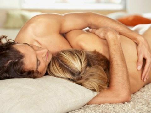Khỏa thân đi ngủ và hậu quả lãnh đủ