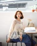 9 gợi ý mặc đồ với chất liệu ren mỏng mát cho nàng công sở những ngày Hè