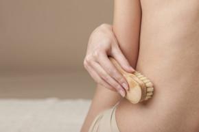 Dry brushing – Chải da khô: Phương pháp thải độc cơ thể hiệu quả