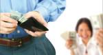 Khoa học chứng minh: Chồng càng nộp nhiều lương cho vợ, gia đình càng hạnh phúc!