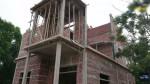 Cận cảnh ngôi nhà 2 tầng mà 2 vợ chồng già tự xây dựng suốt 1 năm, vợ vác gạch trộn vữa, chồng một mình xây