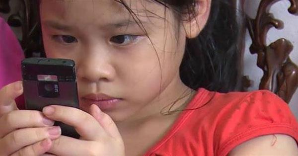 """Cảnh báo phụ huynh: Hàng loạt trẻ bị co giật méo miệng, lé mắt chỉ vì """"nghiện"""" điện thoại"""
