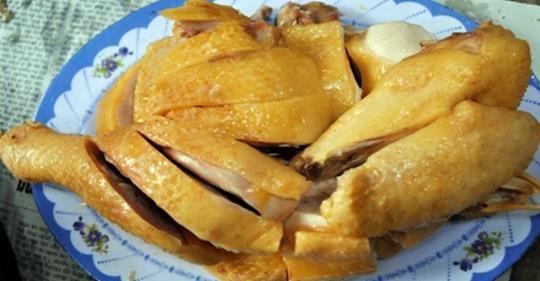 4 mẹo luộc gà không cần nước, da vàng ươm, ngọt thịt lại thơm nức mũi