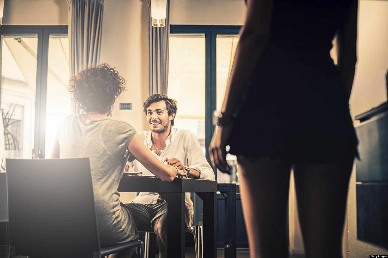 3 câu hỏi vợ phải trả lời được khi có chồng ngoại tình