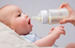 Trẻ sơ sinh bú bao nhiêu ml sữa là đủ và dấu hiệu bé bú không đủ sữa là gì?