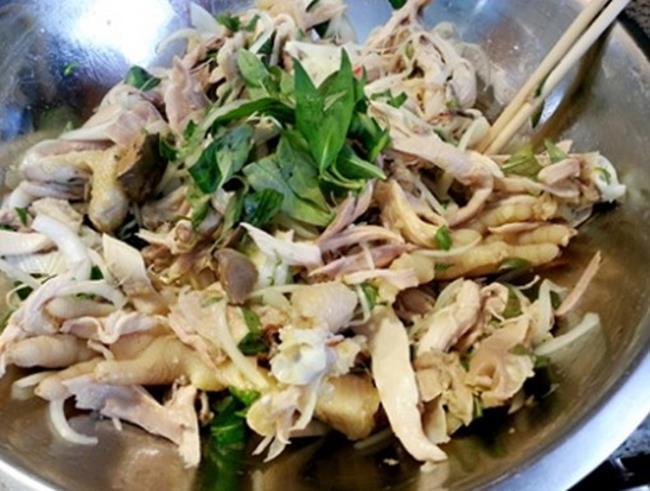 Cách làm gà bóp rau răm cho cả nhà say đắm