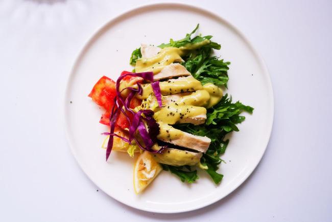 Nếu bạn đang ăn kiêng, đừng bỏ qua món salad gà siêu ngon này!