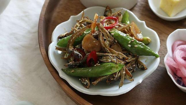 Cá cơm rim cay – món ăn dân dã mà say lòng người
