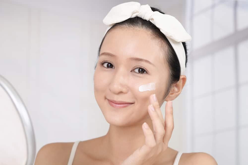 dưỡng da sau khi rửa mặt