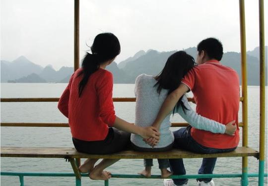 Tình yêu ngang trái - Gia đình mai mối cô chị, nhưng tôi lén lút qua lại với cô em