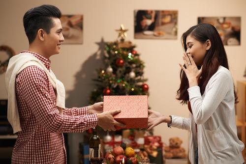 Giáng Sinh Này Em Muốn Có Anh Ở Bên, Liệu Có Được?