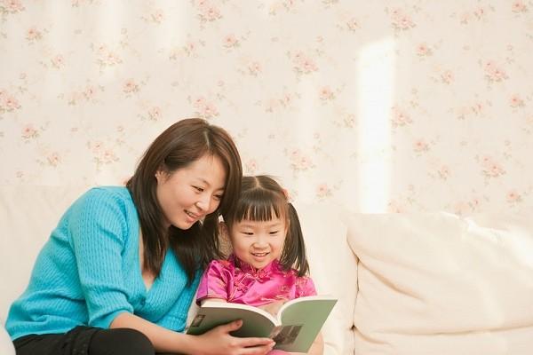 Mẹ kể 4 câu chuyện này mỗi đêm sẽ giúp con khôn lớn nên người
