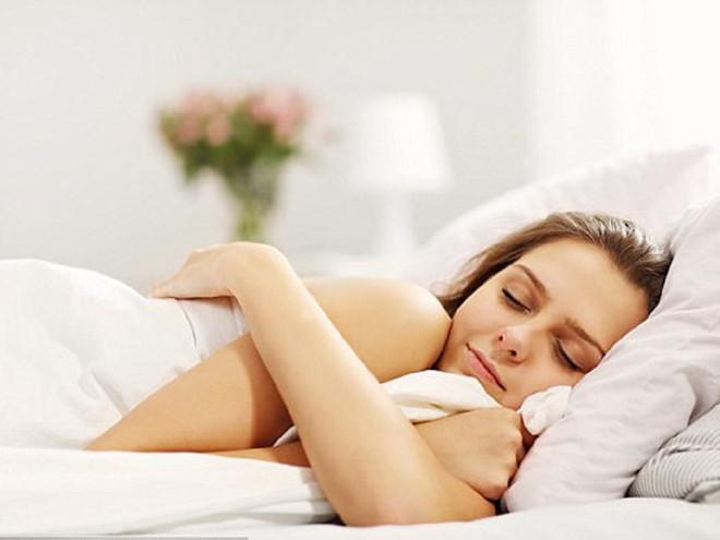 5 thói quen giúp bạn thức dậy với làn da trẻ trung hơn