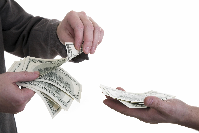 Con dâu sỹ diện khoe làm công ty lớn, thưởng cao, Tết phải vay tiền khắp nơi biếu mẹ chồng