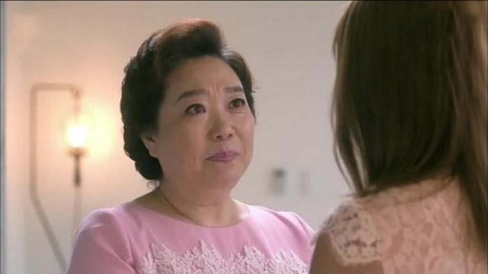 Hành động của mẹ chồng khi biết con trai ngoại tình khiến tôi khóc cạn nước mắt