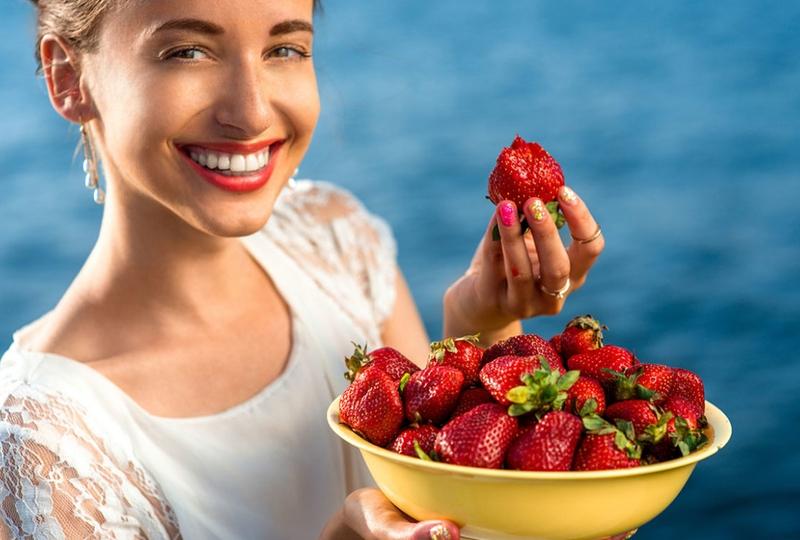 """Răng sáng bóng sau 7 ngày tẩy trắng răng đơn giản với những công thức """"ngon-bổ-rẻ"""" tại nhà"""