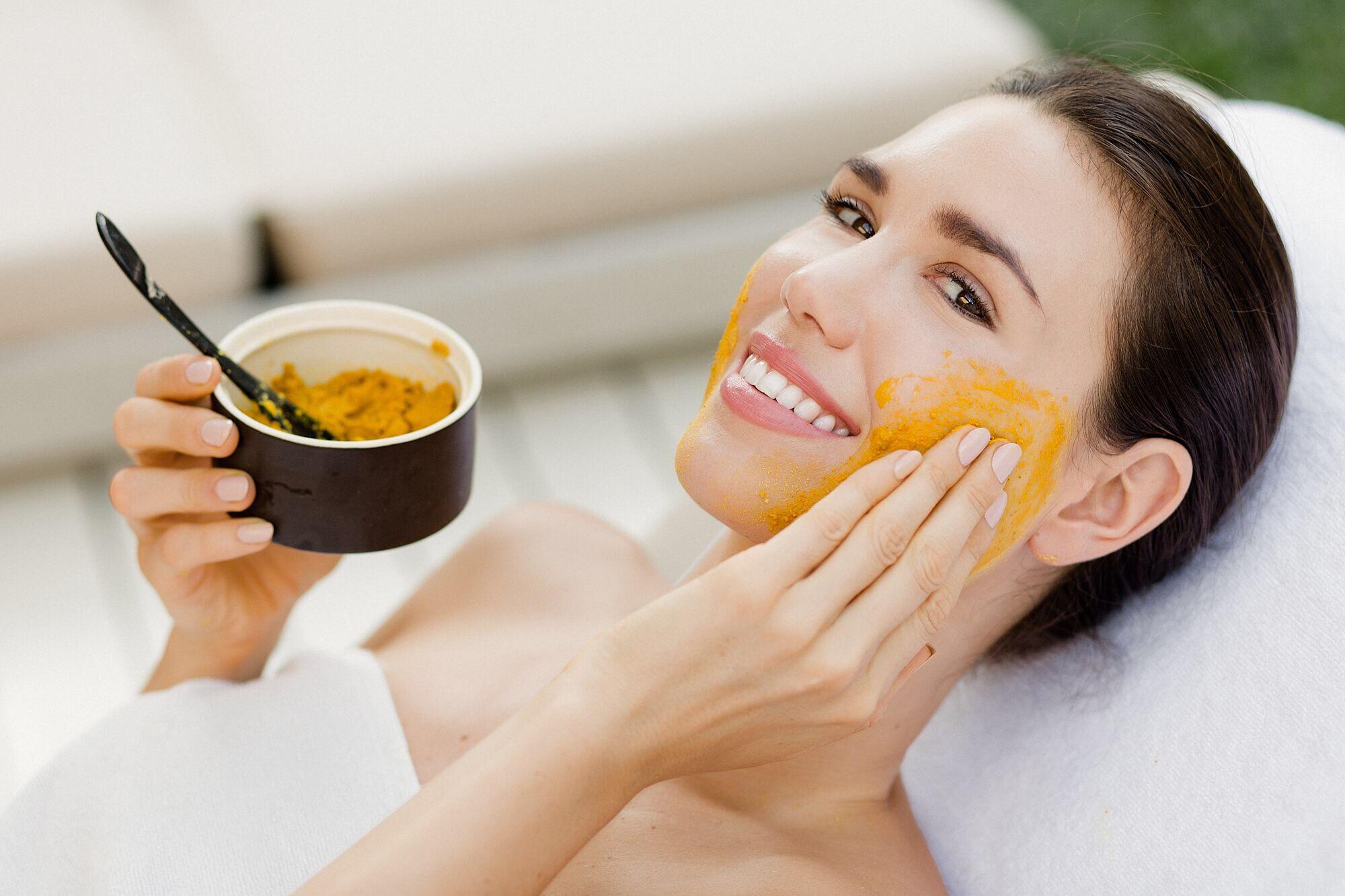 Khám phá ngay 4 công thức mặt nạ tẩy lông mặt cực đơn giản cho da nhạy cảm