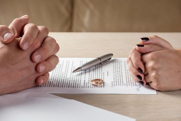 Vừa ly hôn xong, mẹ chồng liền đòi lại 3 chỉ vàng cưới, con dâu đáp trả khôn ngoan khiến bà tái mặt