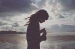 Làm gì với một mối quan hệ giữ không được vứt cũng chẳng xong?