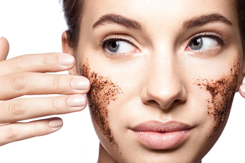 Công thức tẩy da chết siêu hiệu quả cho da nhạy cảm từ đường và mật ong
