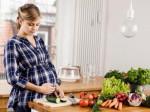 Bà bầu đừng ngại nhờ chồng vào bếp, vì ở trong bếp lâu không hề tốt cho em bé đâu