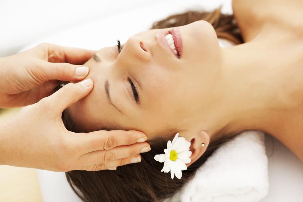 9 bước Massage giúp khuôn mặt trở nên thon gọn