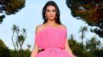Kendall Jenner minh chứng cho váy hồng không hề sến súa
