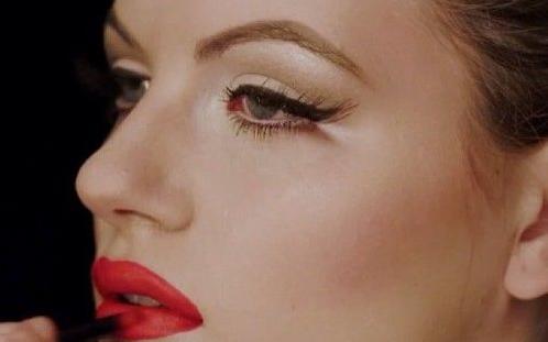 9 bước kẻ Eyeliner biến hóa phong cách Retro cho bạn