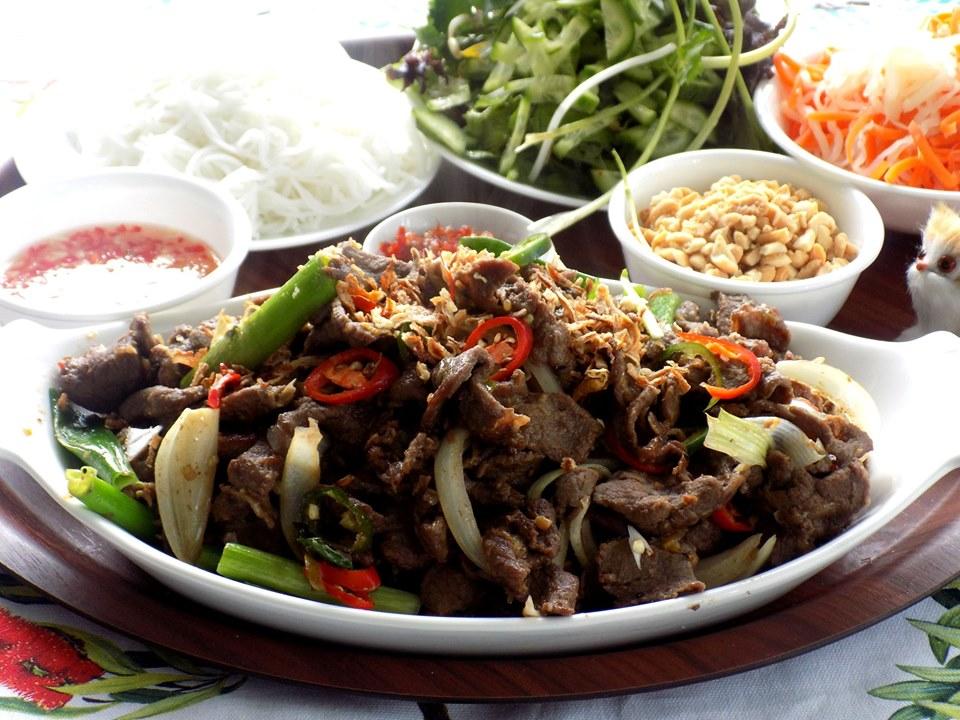 Cách làm bún bò xào đổi bữa cho ngày hè nóng nực chán cơm