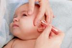 Trẻ sốt cao kèm đau tai, cha mẹ cần nghĩ ngay tới căn bệnh nguy hiểm này!