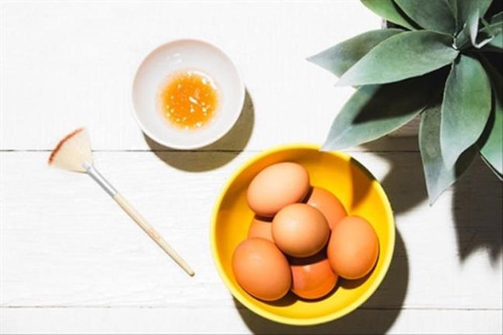 Mặt nạ lòng trắng trứng - công thức kiểm soát bã nhờn, trắng da ai cũng cần