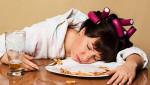 Đi ngủ ngay sau bữa ăn có thể làm tăng nguy cơ đột quỵ?